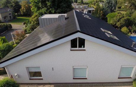 zijkant van het dak met beausolar bekleed