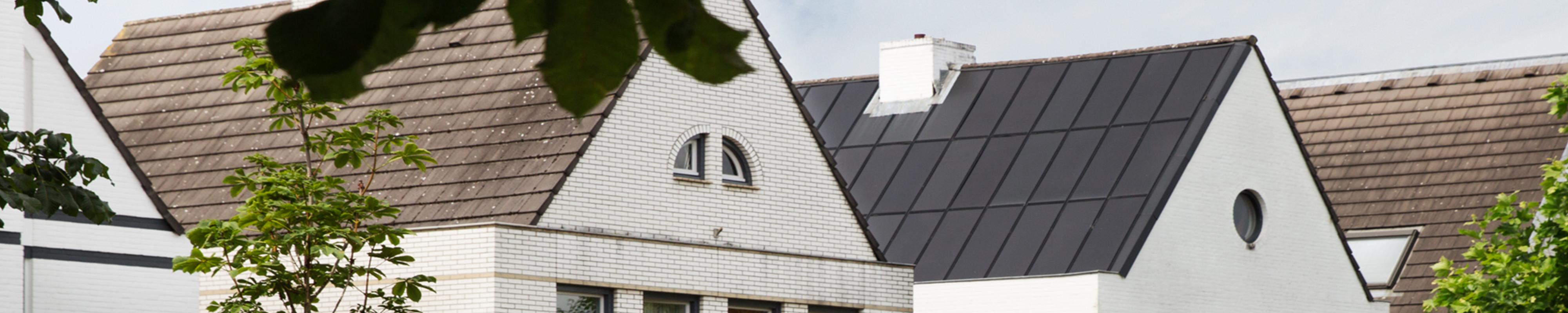 Banner van raoul zijn woning met dak erop