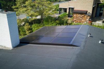 licht hellend bitumen dak met zonnedak